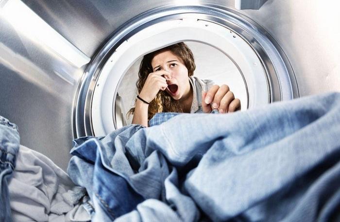 Чем убрать затхлый запах с белья: проверенные и безопасные методы