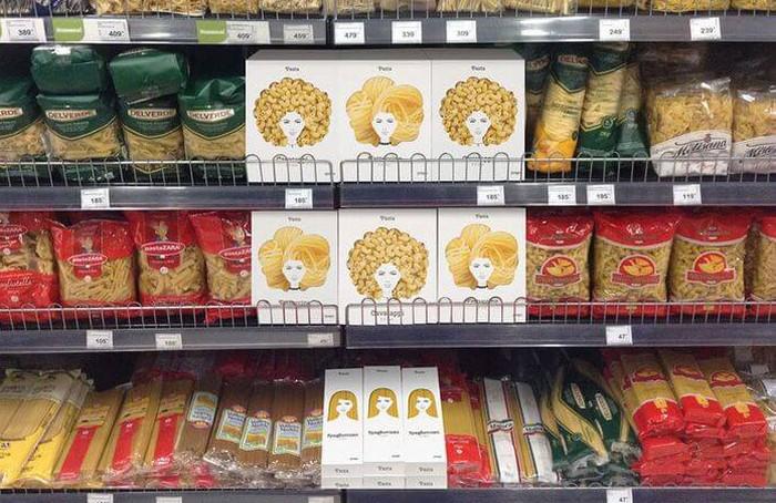 макароны в магазине