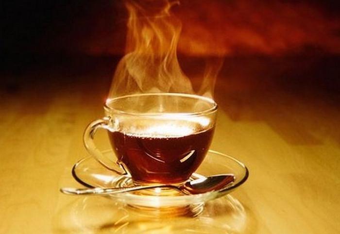 чай в стеклянной кружке