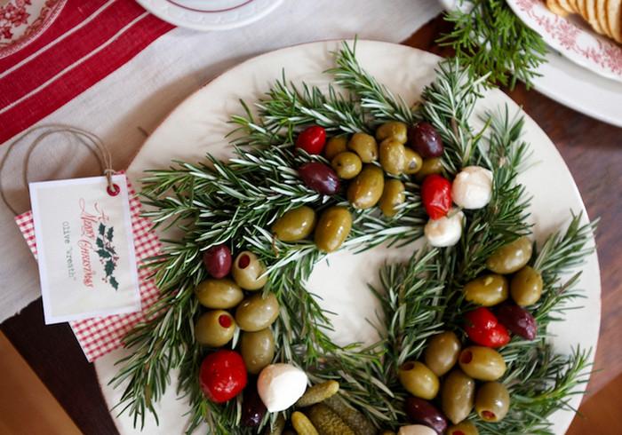 рождественский венок из оливок