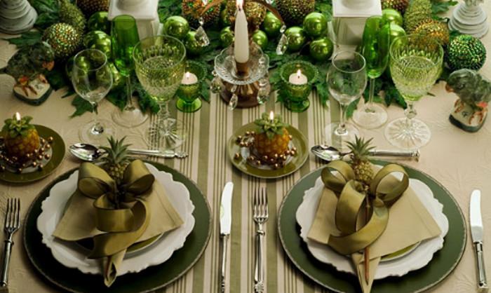 елочные шары на столе