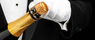 мужчина открывает шампанское
