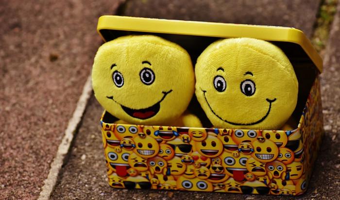 игрушка смайл в коробке