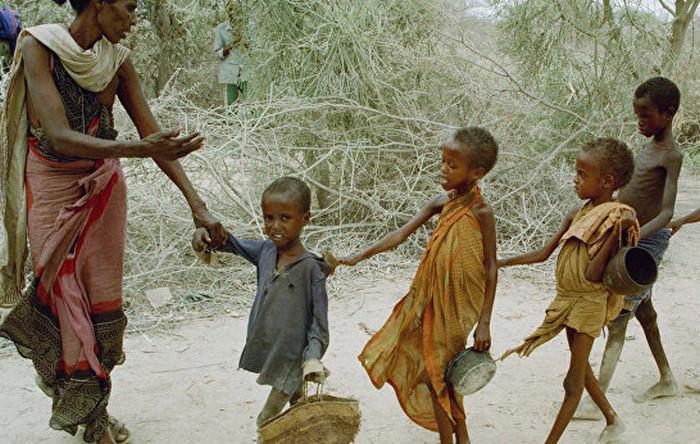 голодающие африканские дети