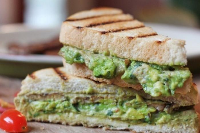 бутерброд с гуакамоле