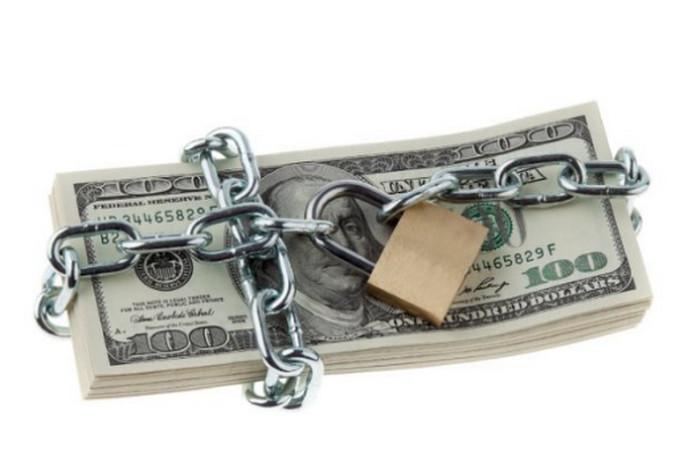 деньги под замком