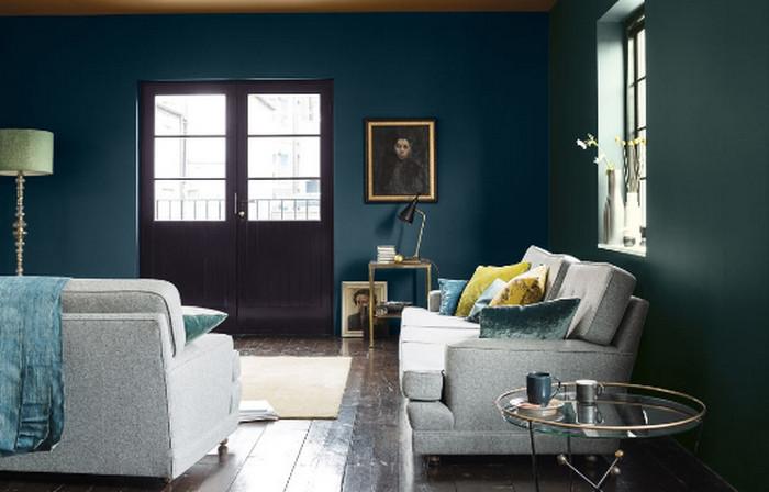 окрашенные в синий цвет стены