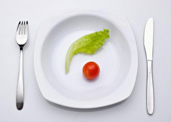 салатный лист в тарелке