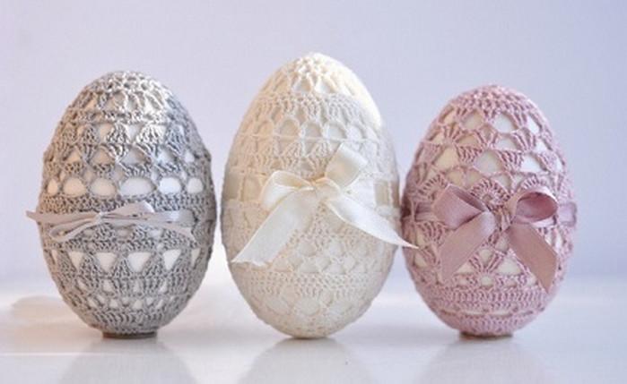 яйца в вязаных чехлах