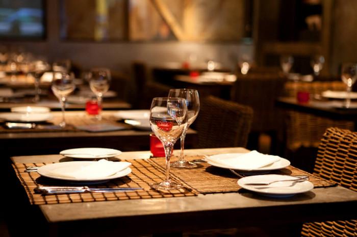столик в ресторане