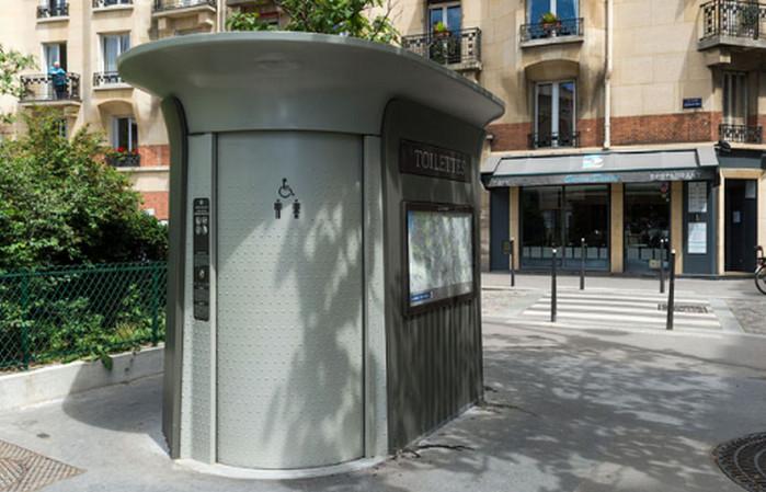уличный туалет в париже