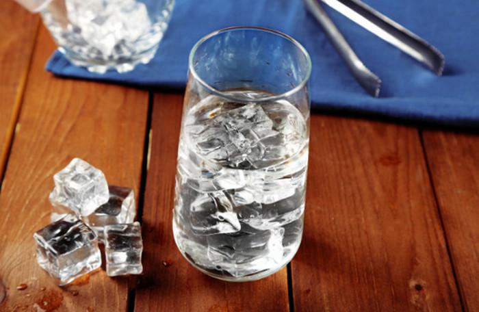 вода со льдом