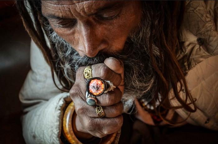 индус курит