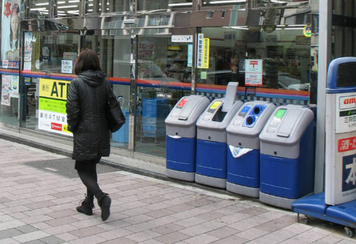 урны для раздельного сбора мусора в японии