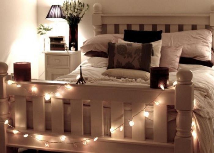 гирлянда на кровати