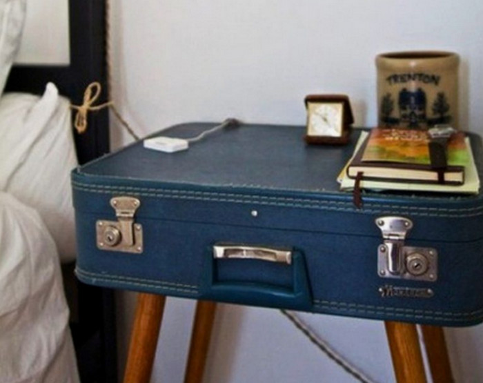 чемодан в роли столика