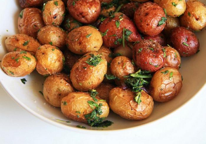 запеченный картофель с кожурой