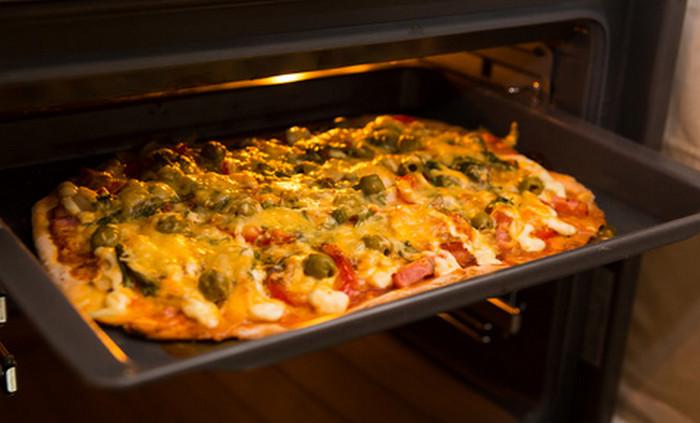 пицца на противне