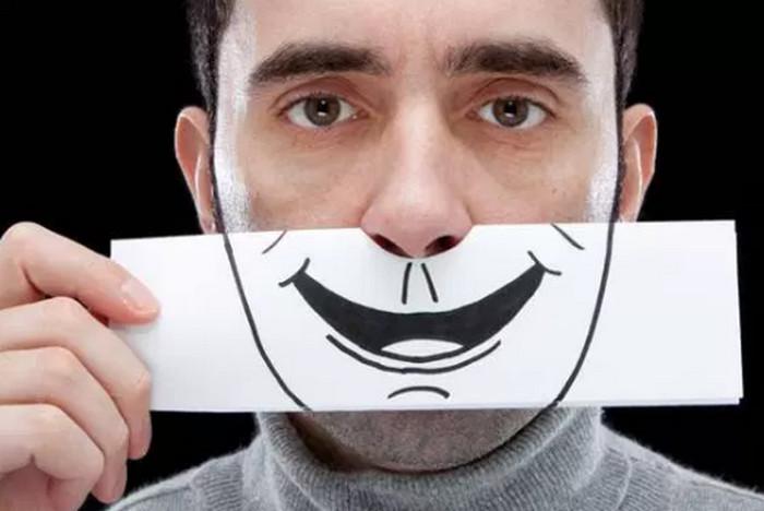 улыбка на лице