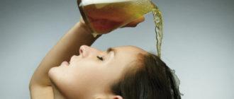 девушка поливает волосы пивом