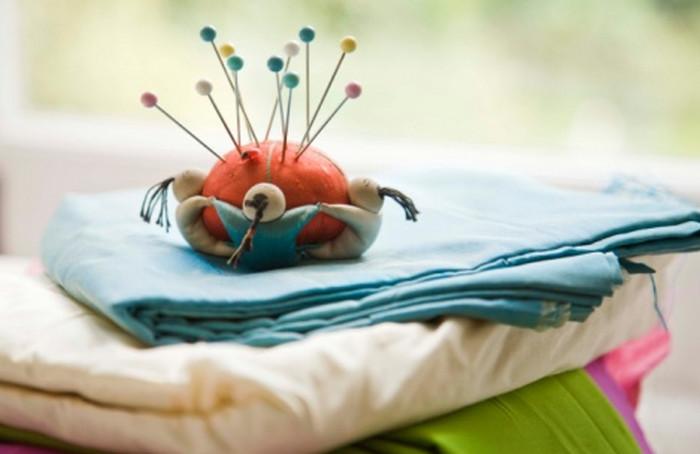 игольница и ткани