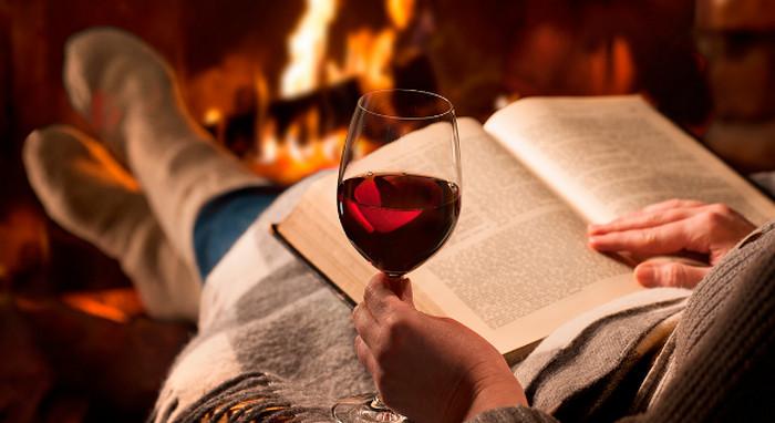 вино у камина