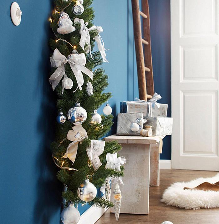 елка-половинка на стене
