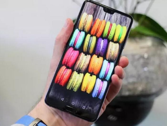 изображение пирожных на экране смартфона