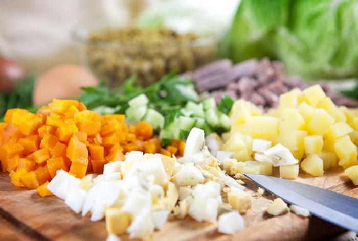продукты для оливье порезаны кубиками