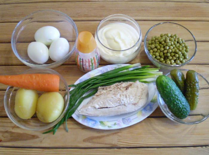 продукты для оливье на столе
