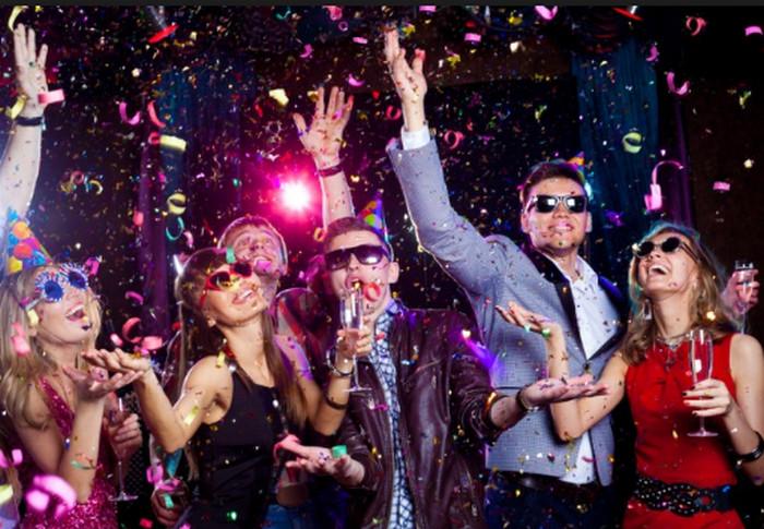 люди веселятся на вечеринке