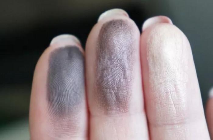 тени на пальцах