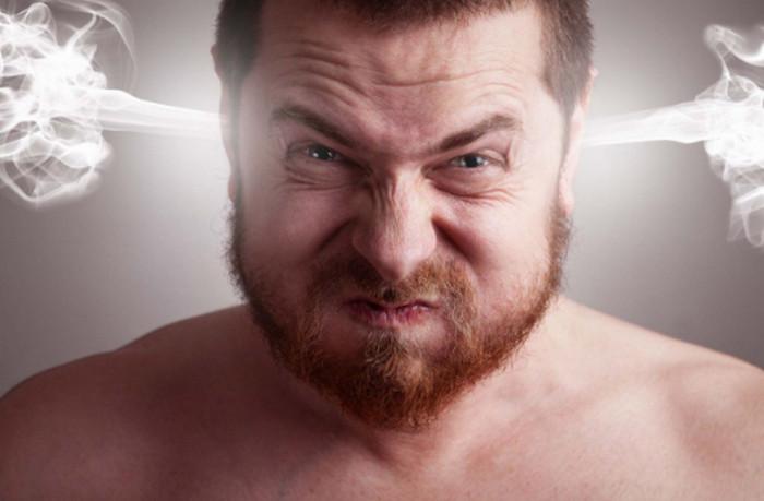 парень злится