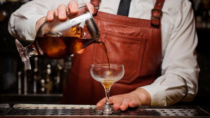 бармен
