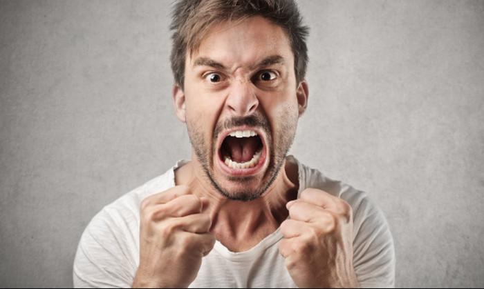 мужчина в ярости