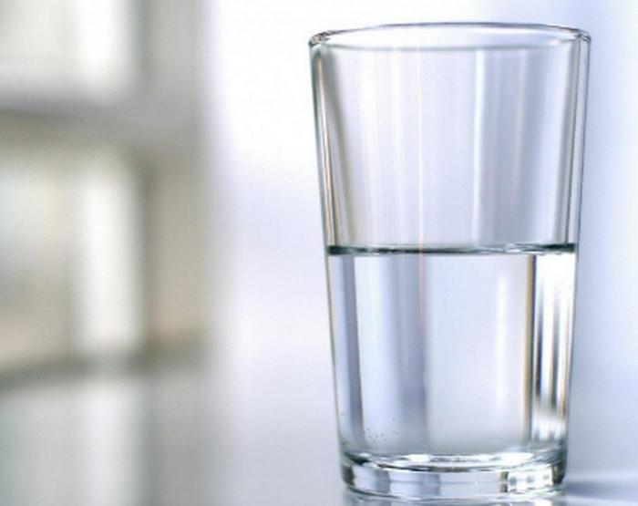полупустой стакан