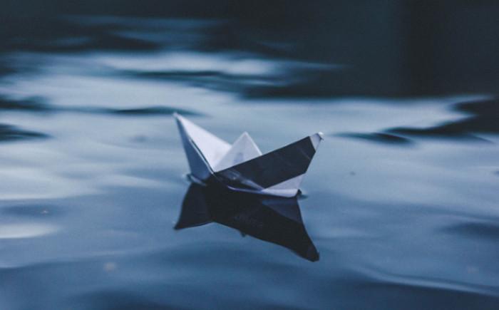 бумажный кораблик