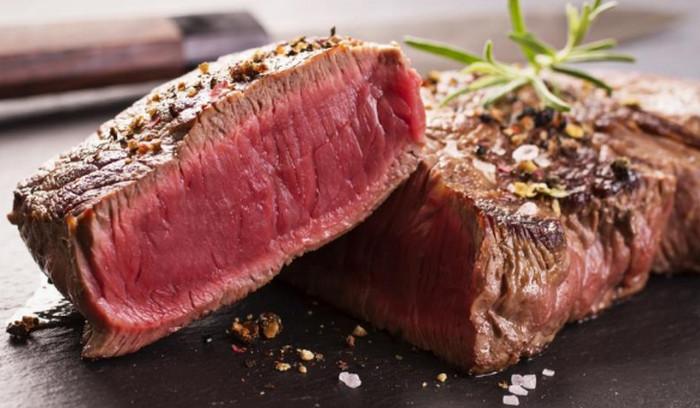 жареное на гриле мясо