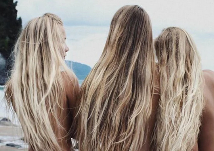 девушки на берегу моря