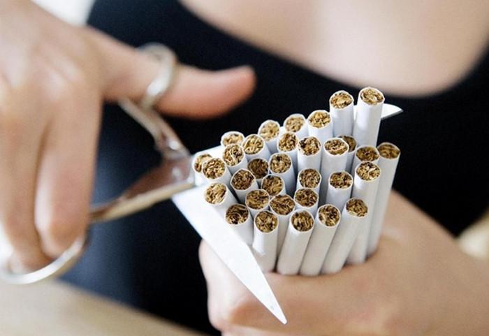 режет сигареты