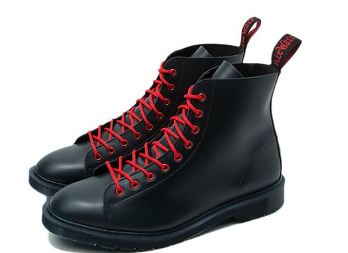ботинки с красными шнурками