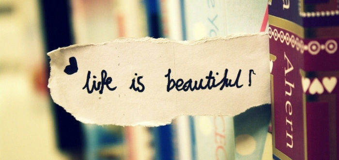 надпись life is beautiful