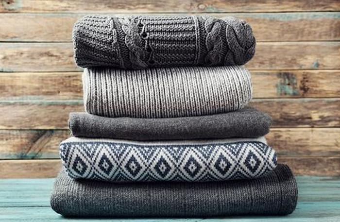 свитера стопкой