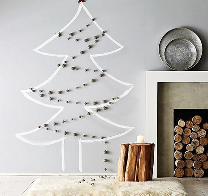 нарисованная на стене елка