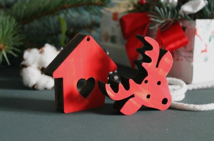 деревянные игрушки на елке